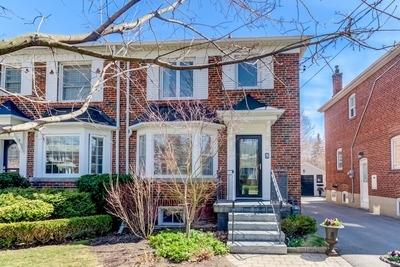 Leaside Semi-detached for sale:  3 bedroom  Granite Countertop, Glass Shower, Hardwood Floors  (Listed 2019-04-22)